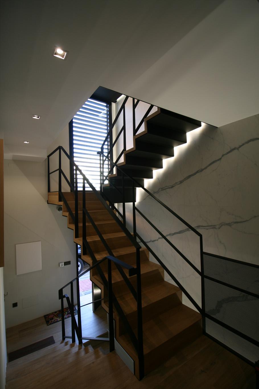 diseño-escalera-madera-metal