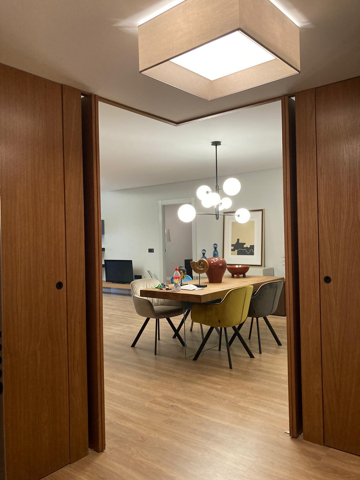 salón-puertas-madera